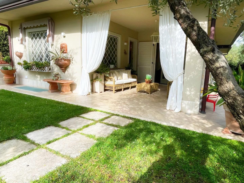 Villa for holiday rentals in LaundriesForte dei Marmi (LU)