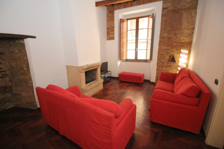 Appartamento in affitto a Siena, 4 locali, prezzo € 1.000   CambioCasa.it