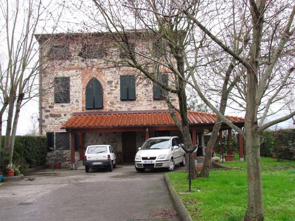 Rustico in vendita a Parezzana, Capannori (LU)