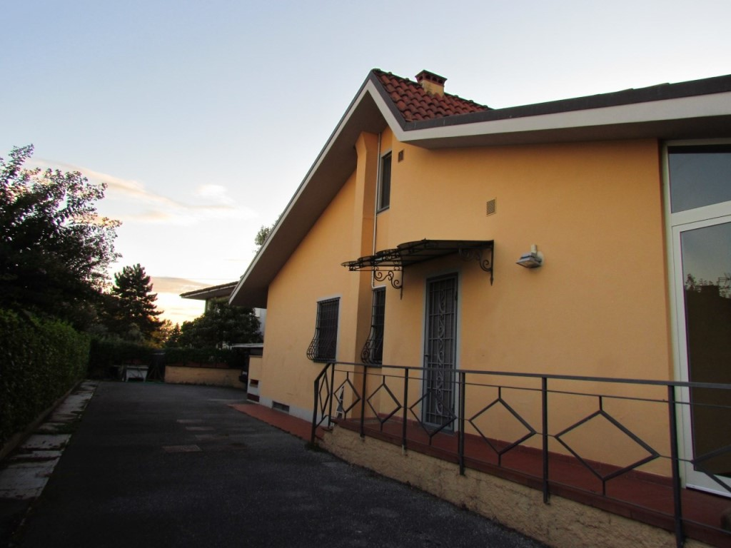 Villetta bifamiliare in Vendita, rif. 02024