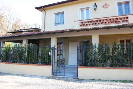 Locale comm.le/Fondo in vendita a Capezzano Pianore, Camaiore (LU)