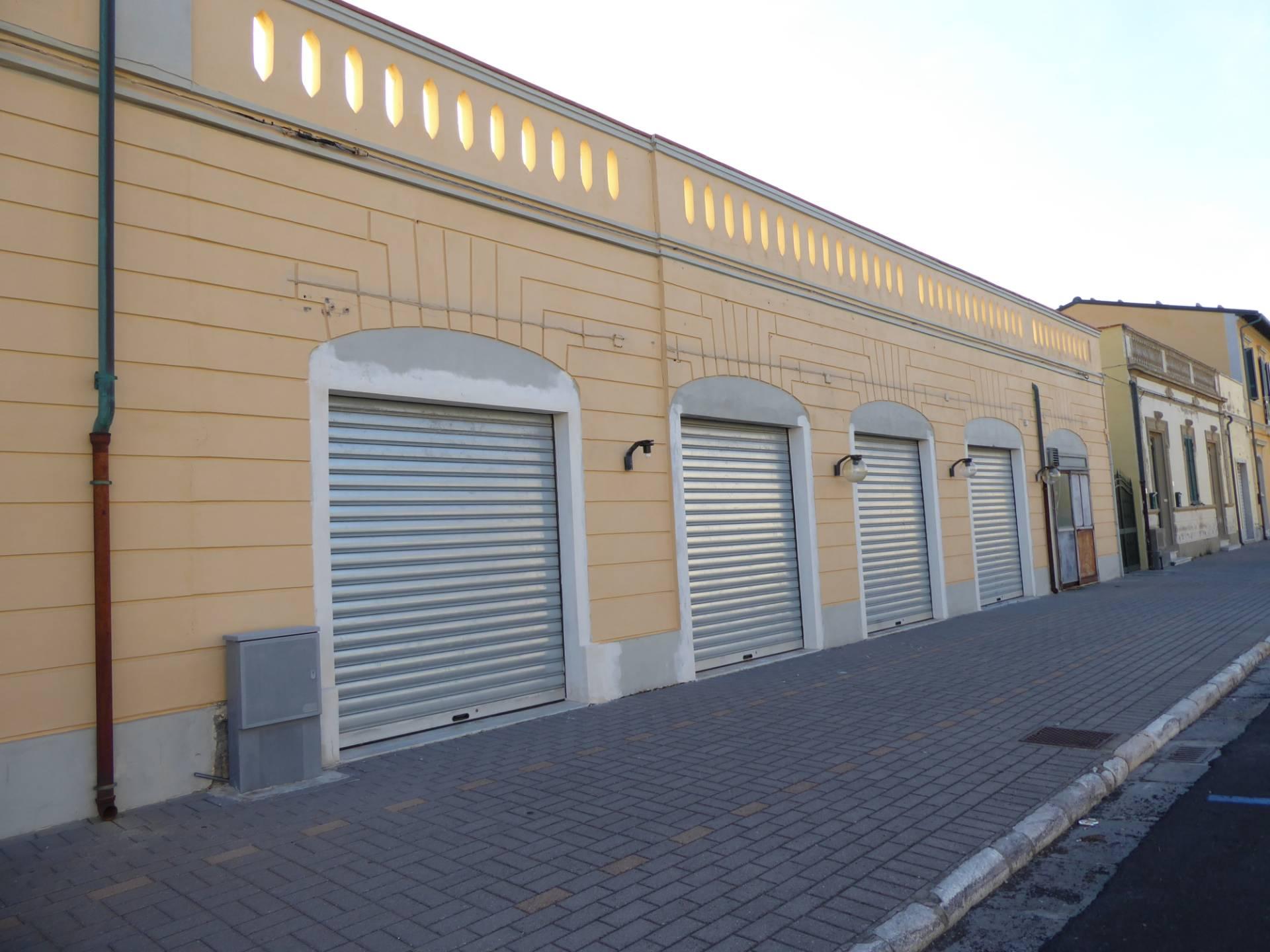 Locale comm.le/Fondo in affitto commerciale a Marina Di Pisa, Pisa