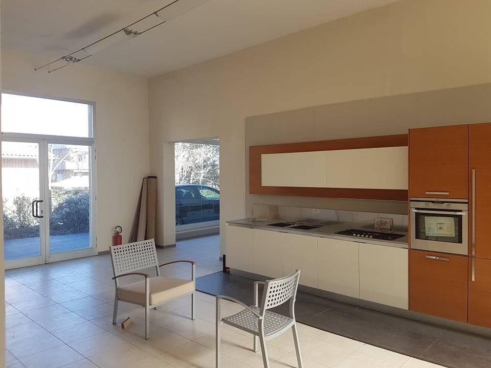 Locale comm.le/Fondo in vendita a Colle di Val d'Elsa (SI)