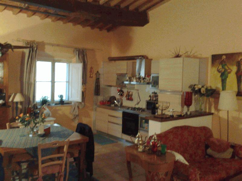 Appartamento in vendita a Peccioli, 4 locali, prezzo € 450 | CambioCasa.it