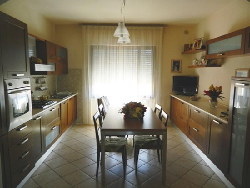 Appartamento in vendita a Pontedera, 5 locali, prezzo € 129.000 | Cambio Casa.it