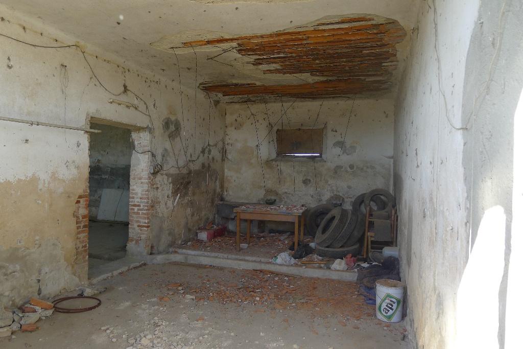 Agenzia immobiliare salvadori vendita e affitto case a for Case dall aspetto rustico