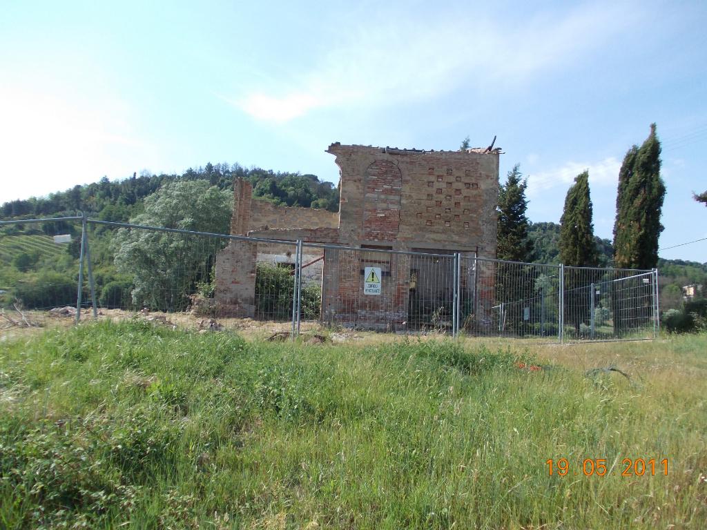 Ciulli agenzia immobiliare fienile in vendita a serra for Piani casa fienile