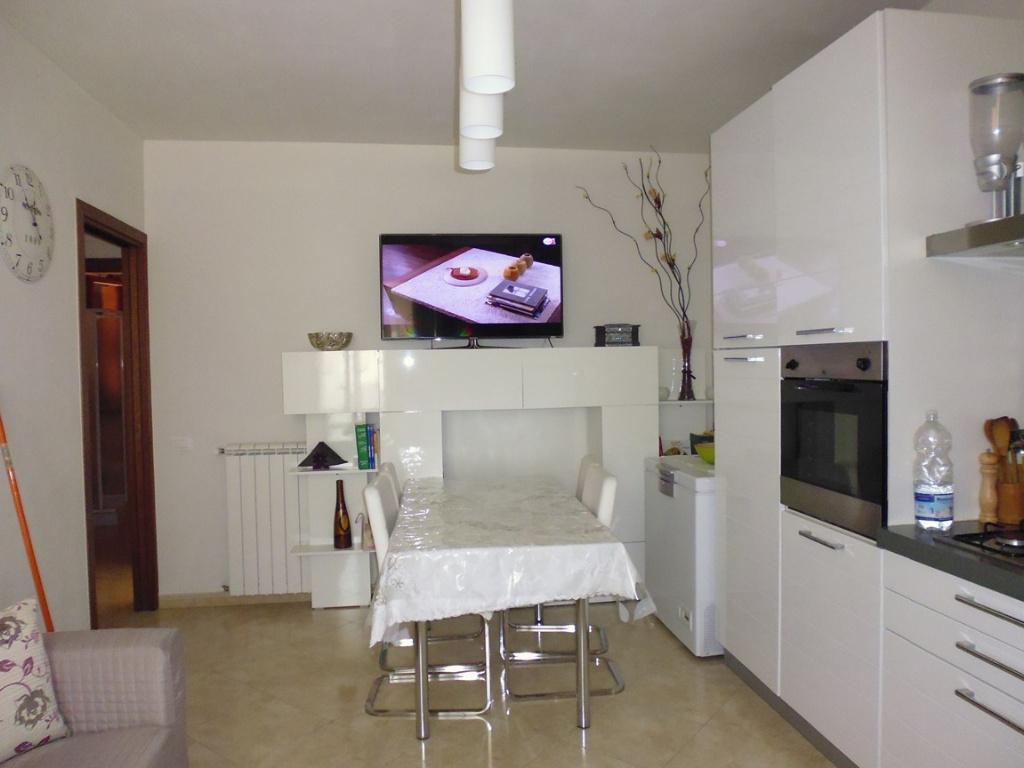 Appartamento in vendita a Santa Maria a Monte, 3 locali, prezzo € 76.000 | Cambio Casa.it