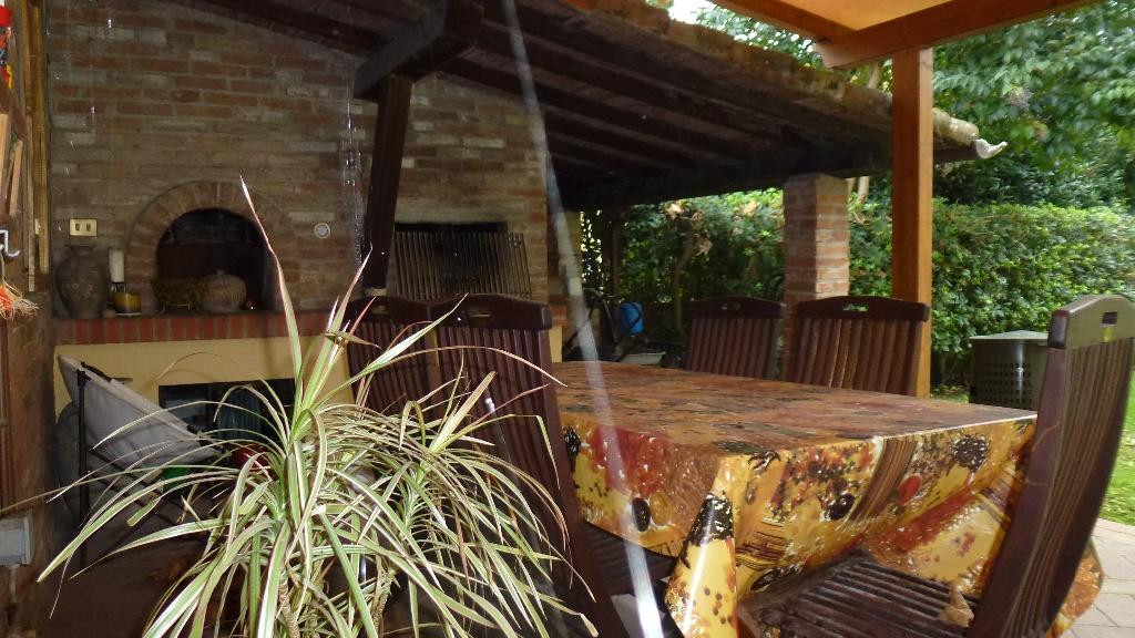 Villa in vendita a Bientina, 8 locali, prezzo € 750.000 | CambioCasa.it
