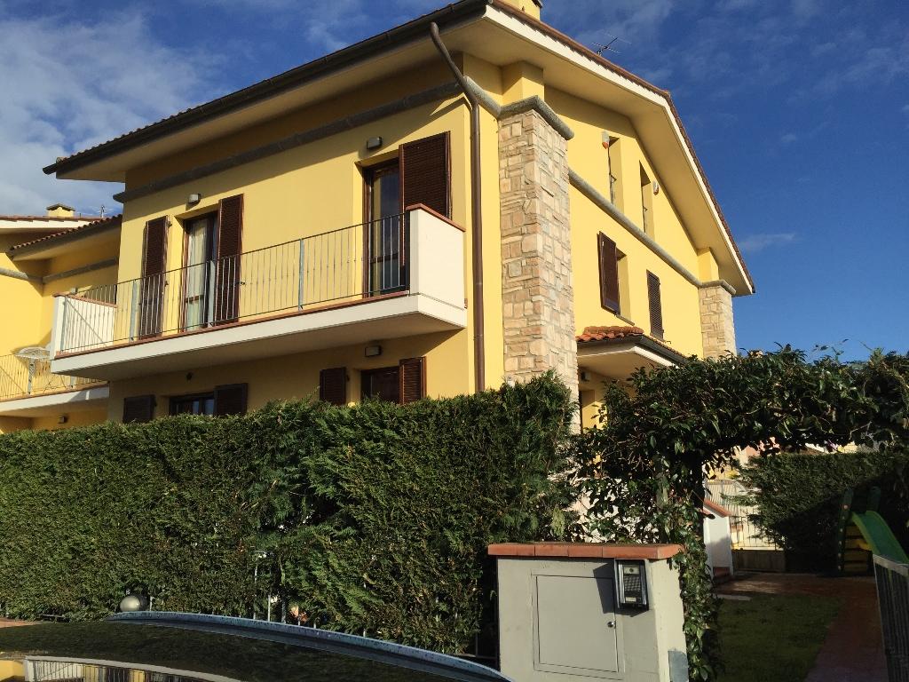 Villa Tri-Quadrifamiliare in Vendita a Calcinaia