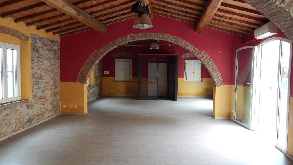 Negozio / Locale in vendita a Bientina, 1 locali, prezzo € 245.000   CambioCasa.it