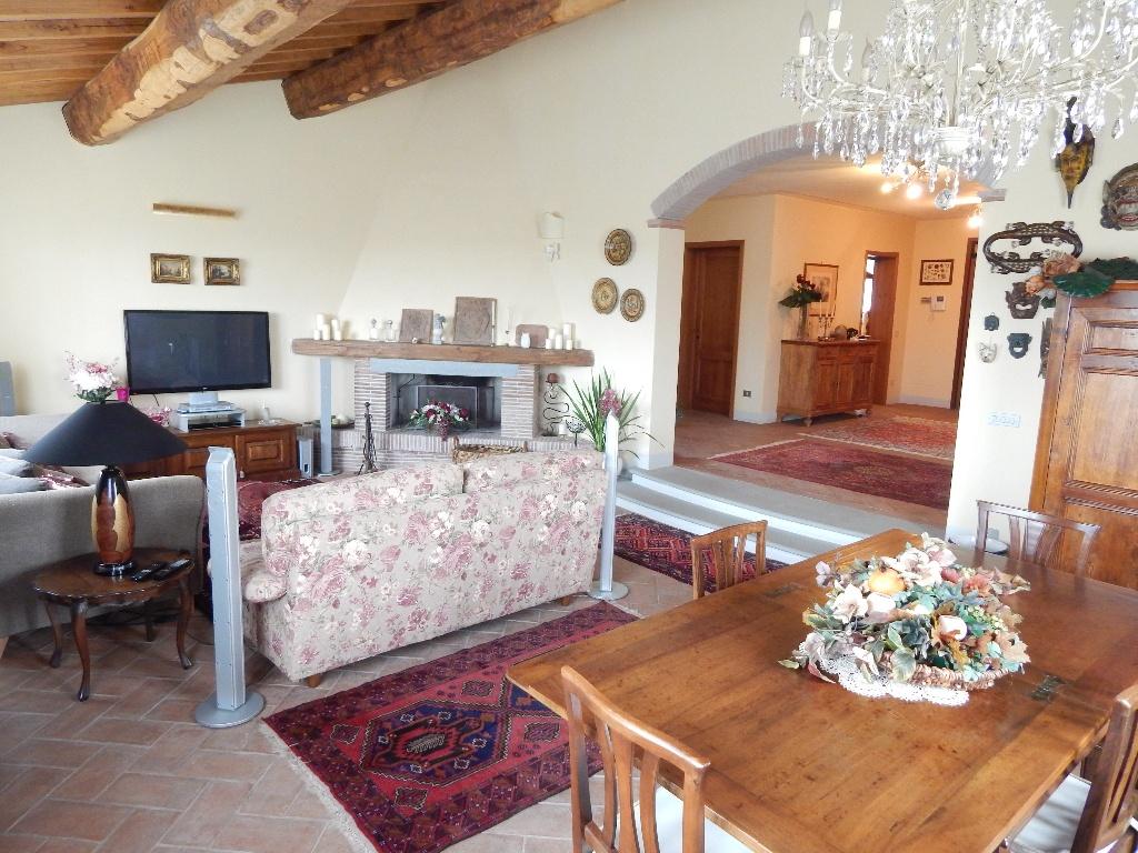 Villa in vendita a Santa Maria a Monte, 10 locali, prezzo € 670.000   Cambio Casa.it