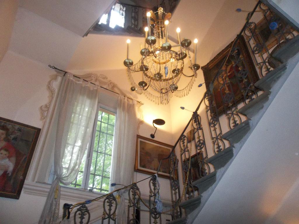 Palazzo / Stabile in vendita a Ponsacco, 11 locali, prezzo € 295.000 | CambioCasa.it