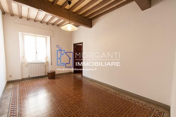 Appartamento in vendita a Pietrasanta, 3 locali, prezzo € 250.000 | CambioCasa.it
