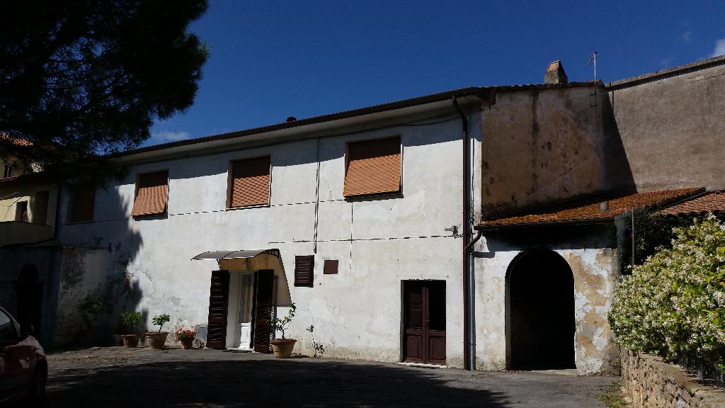 Rustico / Casale in vendita a Fauglia, 12 locali, prezzo € 280.000 | CambioCasa.it