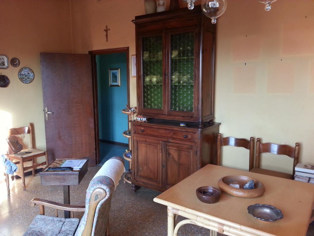 Appartamento in vendita a Pistoia, 5 locali, prezzo € 120.000   CambioCasa.it