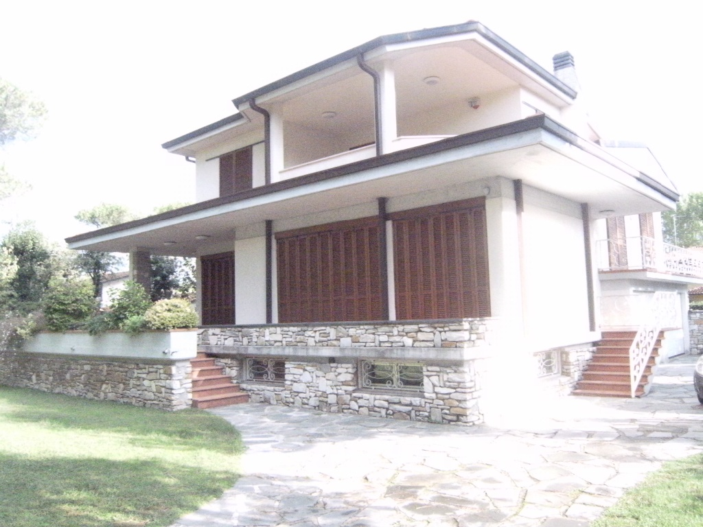 Villa in vendita a Massa, 11 locali, Trattative riservate | CambioCasa.it