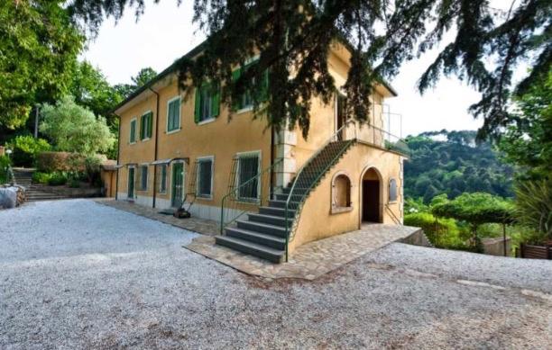 Rustico / Casale in vendita a Camaiore, 14 locali, Trattative riservate | CambioCasa.it
