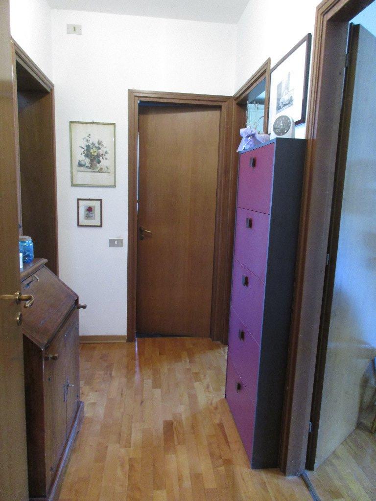 Appartamento in vendita a San Giuliano Terme, 5 locali, prezzo € 140.000 | CambioCasa.it