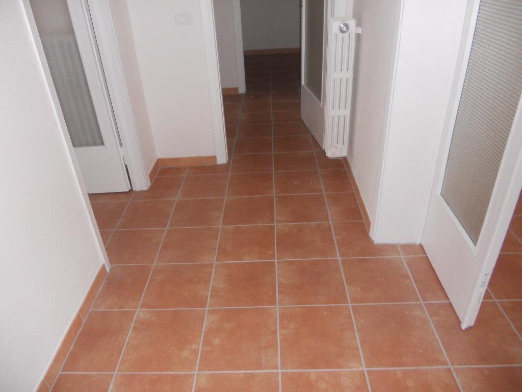 Appartamento in vendita a Pontedera, 3 locali, prezzo € 100.000 | CambioCasa.it