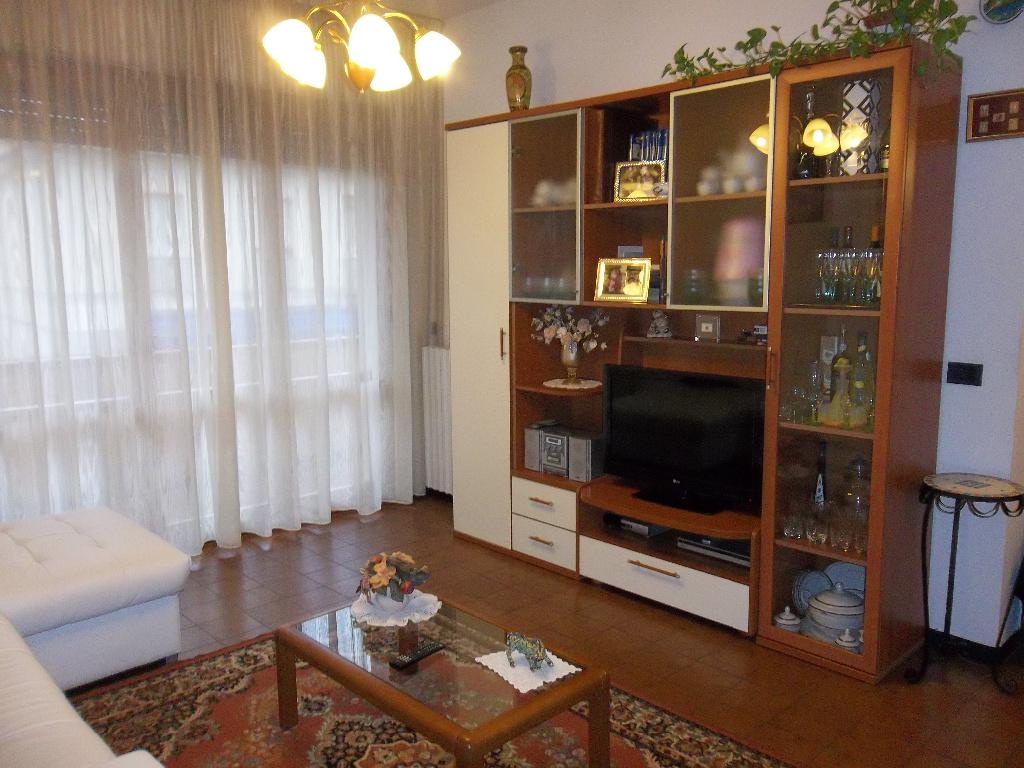 Appartamento in vendita a Ponsacco, 4 locali, prezzo € 100.000 | Cambio Casa.it