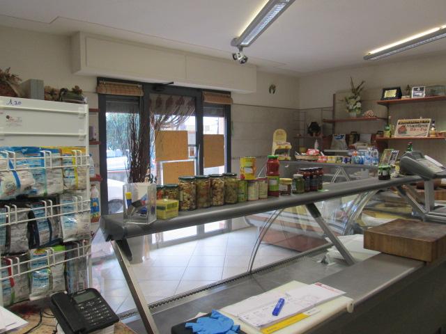 Attività commerciale in vendita a Fornacette, Calcinaia (PI)