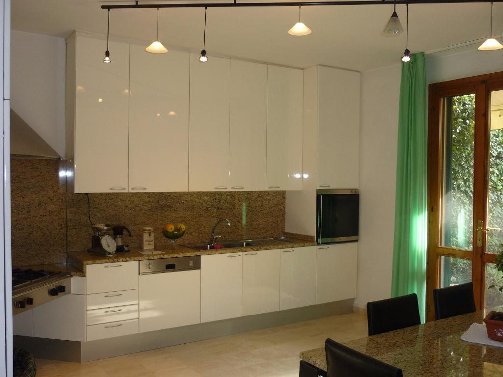 Villa in vendita a Fucecchio, 7 locali, Trattative riservate | CambioCasa.it