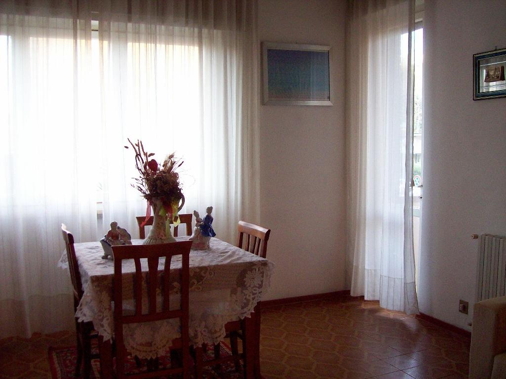 Appartamento in vendita a Livorno, 5 locali, prezzo € 129.000 | Cambio Casa.it