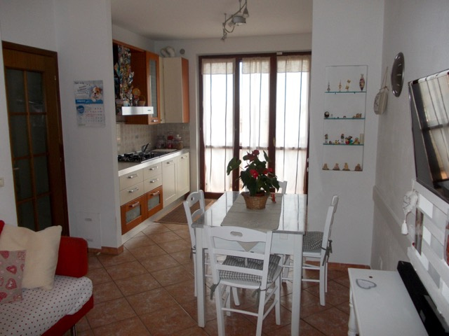 Appartamento in vendita a Buti, 3 locali, prezzo € 99.000 | CambioCasa.it