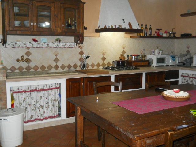 Rustico / Casale in vendita a Calci, 6 locali, prezzo € 240.000 | CambioCasa.it