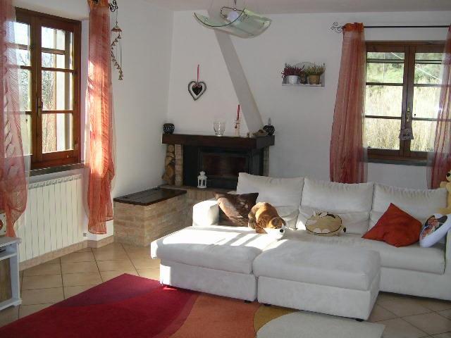 Appartamento in vendita a Riparbella, 4 locali, prezzo € 155.000 | CambioCasa.it