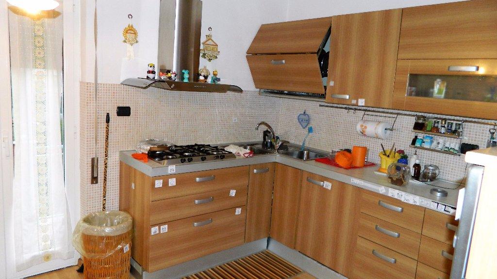 Appartamento in vendita a Ortonovo, 4 locali, prezzo € 125.000 | CambioCasa.it