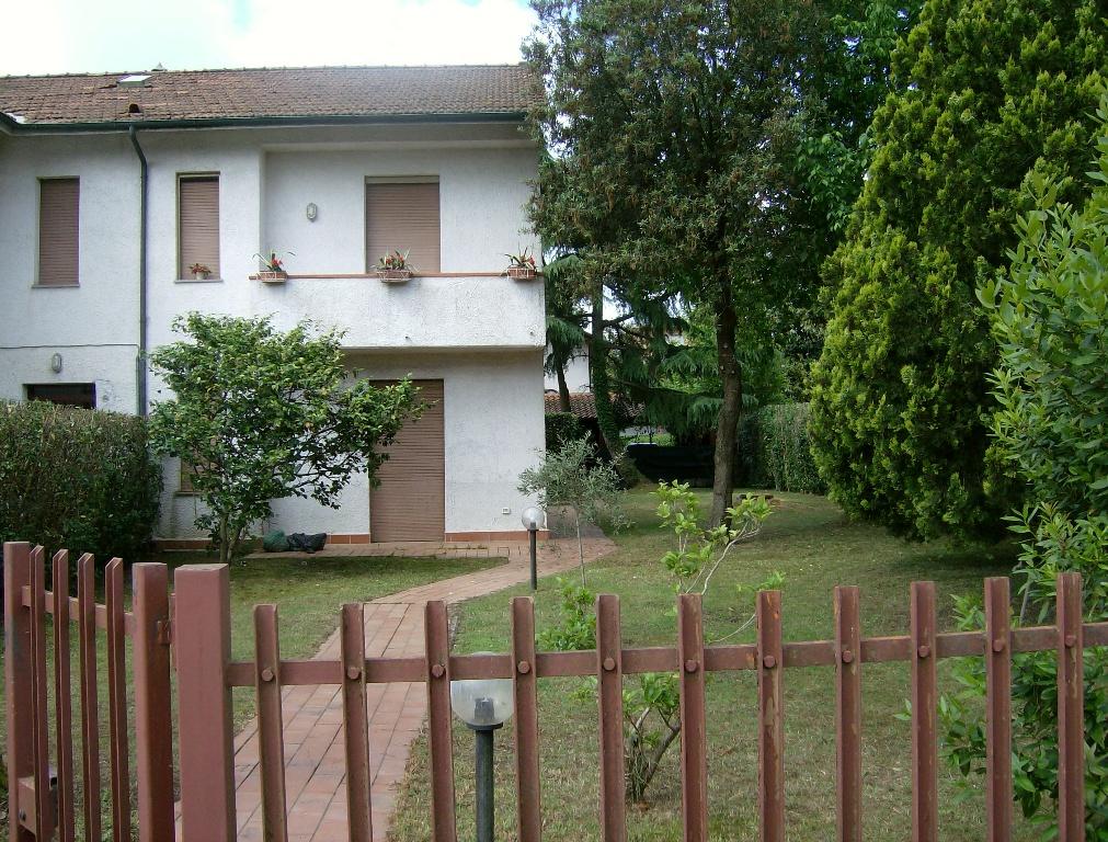 Appartamento in vendita a Montignoso, 4 locali, prezzo € 200.000 | PortaleAgenzieImmobiliari.it