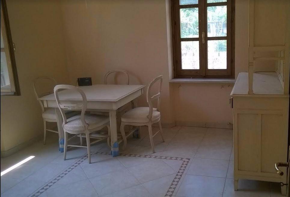 Appartamento in vendita a Ortonovo, 3 locali, prezzo € 99.000 | CambioCasa.it