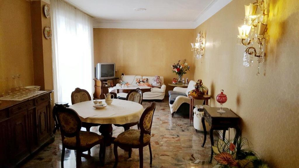 Appartamento in vendita a Pontedera, 5 locali, prezzo € 90.000 | CambioCasa.it