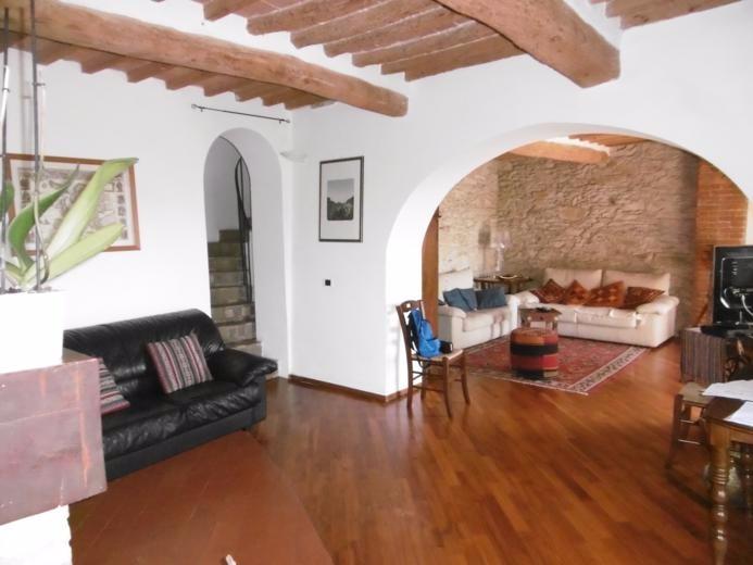 Rustico / Casale in vendita a Vicopisano, 6 locali, prezzo € 470.000 | CambioCasa.it