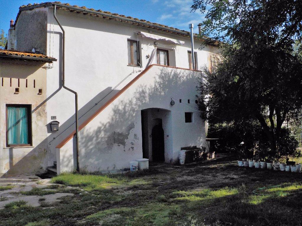Rustico / Casale in vendita a Cascina, 8 locali, prezzo € 165.000 | CambioCasa.it