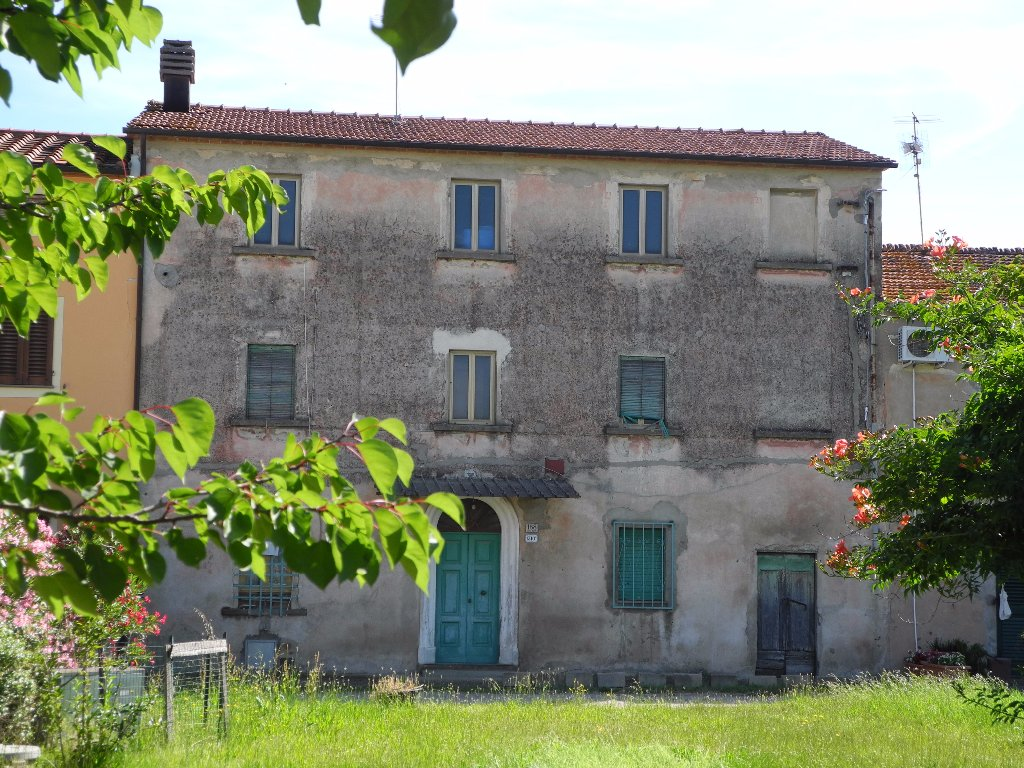Rustico/Corte in vendita a Castelmartini, Larciano (PT)