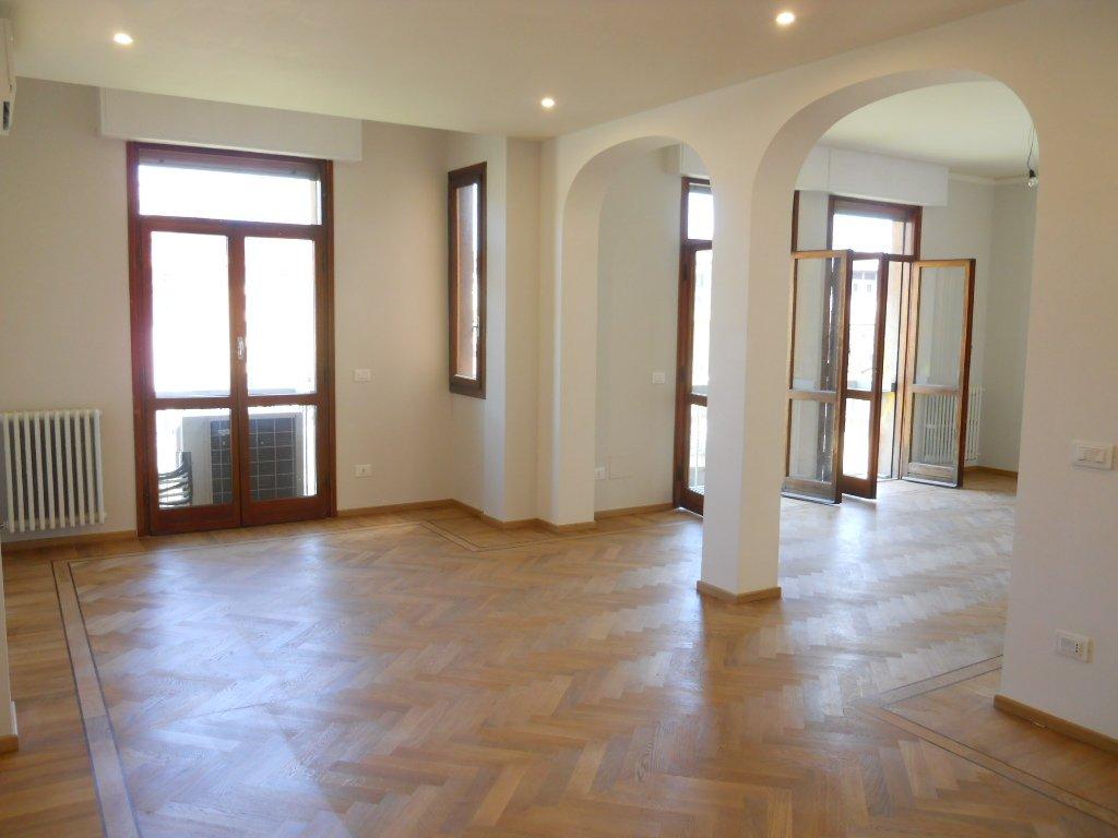 Appartamento in affitto a Firenze, 6 locali, prezzo € 2.450 | CambioCasa.it