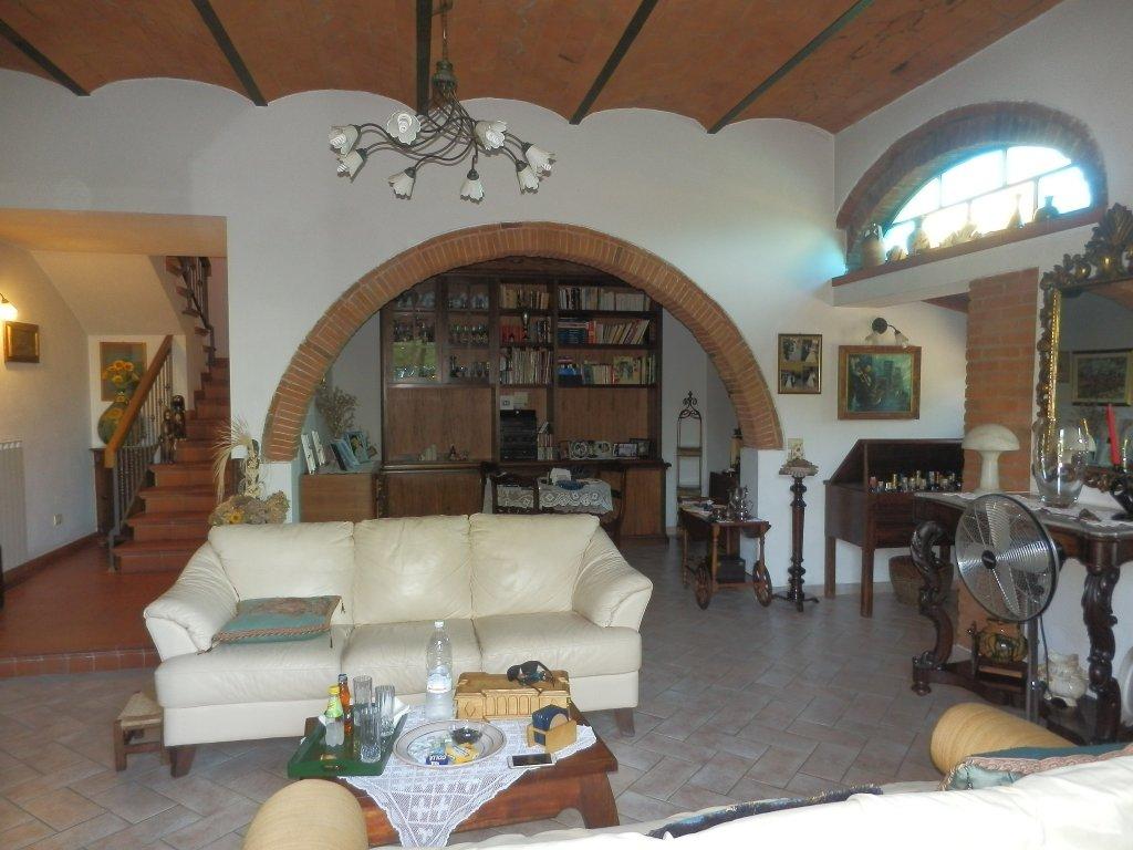 Rustico / Casale in vendita a Cascina, 11 locali, prezzo € 525.000 | CambioCasa.it