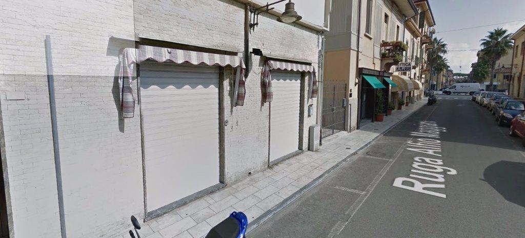 Negozio in affitto commerciale a Carrara (MS)