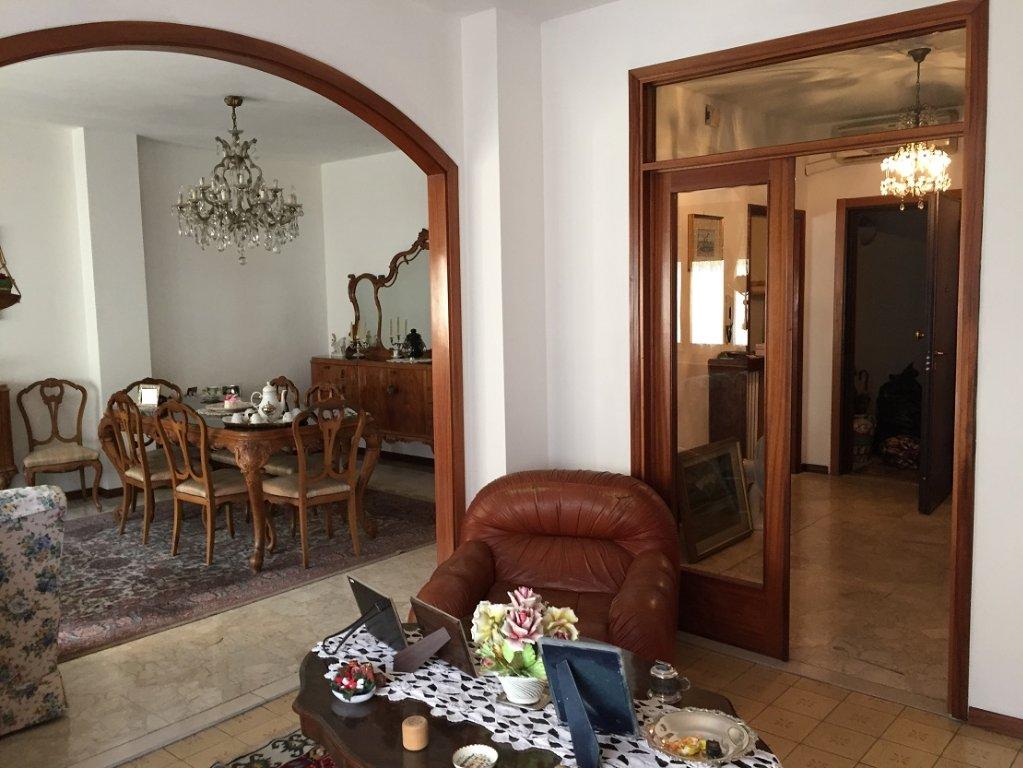 Appartamento in vendita a Pontedera, 6 locali, prezzo € 135.000 | Cambio Casa.it
