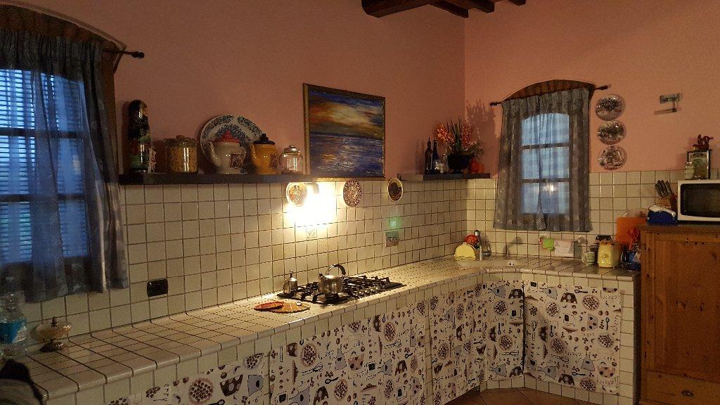 Rustico / Casale in vendita a San Miniato, 4 locali, prezzo € 200.000 | CambioCasa.it