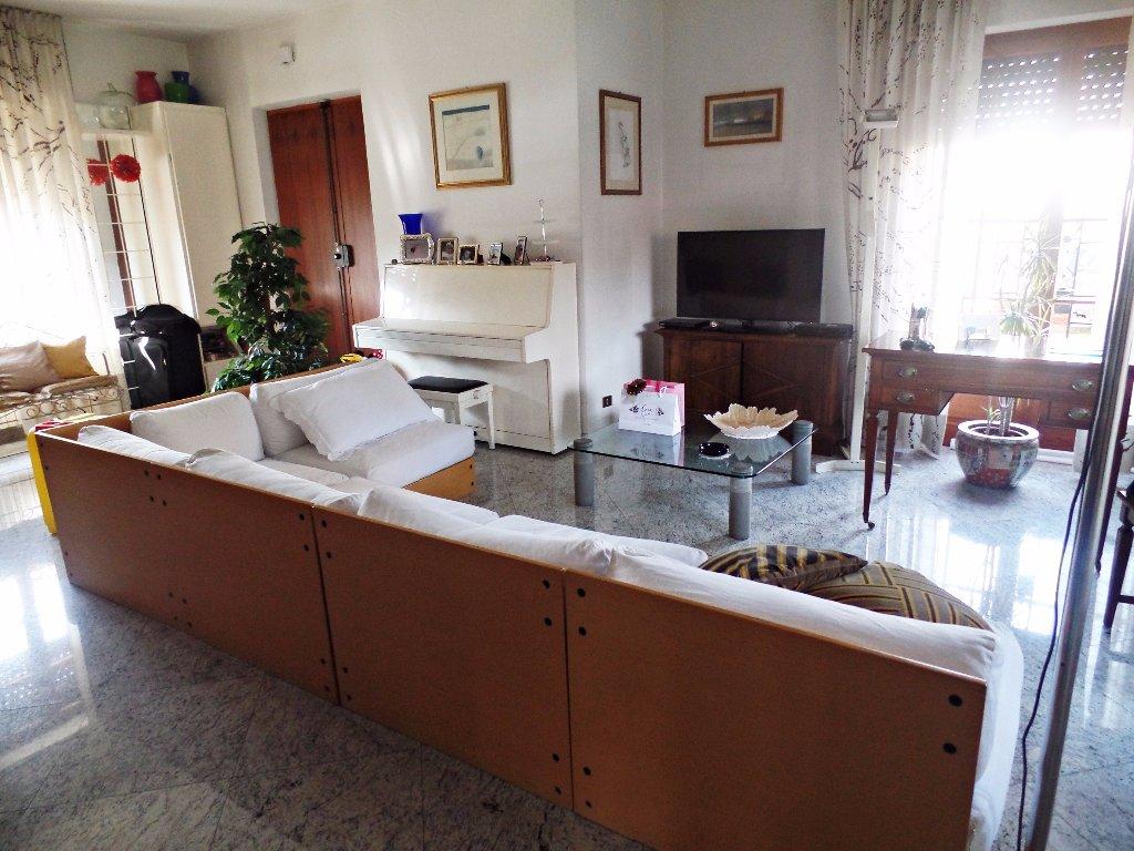 Soluzione Indipendente in vendita a Massa, 7 locali, prezzo € 480.000 | CambioCasa.it