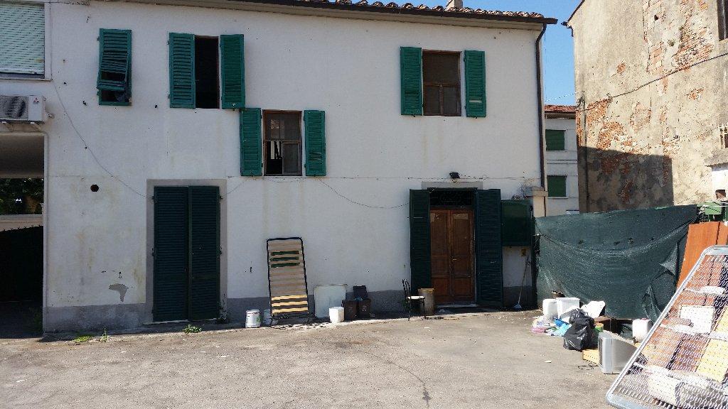 Stabile/Palazzo in vendita a Cascina