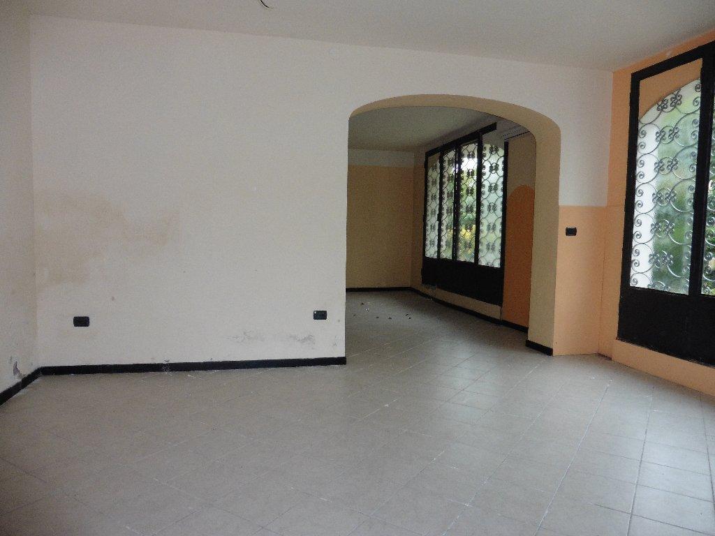 Locale comm.le/Fondo in affitto a Cascina (PI)