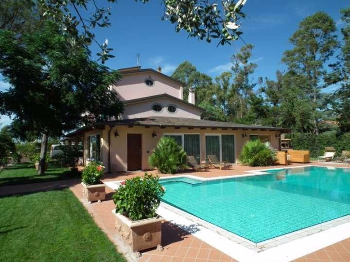 Villa in Vendita a Cecina