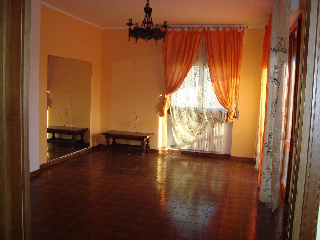 Appartamento in vendita a Monsummano Terme, 5 locali, prezzo € 120.000 | CambioCasa.it