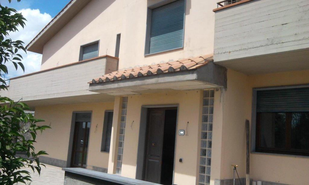 Villa in vendita a Vinci, 12 locali, prezzo € 500.000 | Cambio Casa.it