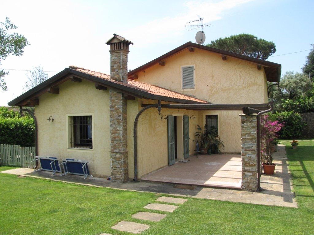 Villa in vendita a Pietrasanta, 7 locali, prezzo € 1.300.000 | CambioCasa.it